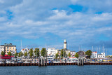 Blick auf den Leuchtturm von Warnemünde - 221569856