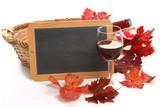 Bouteille et verre de vin rouge - 221579220