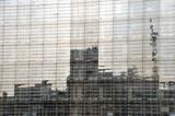 Spiegelung in einer Glasfassade in Berlin - 221713686