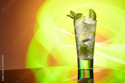 Fototapeta samoprzylepna cocktail with lime and mint