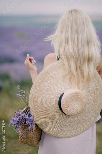 Fototapeta girl in a hat on a lavender field