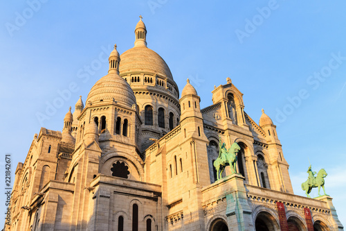 Foto Murales Beautiful view of the Basilica Sacre-Coeur in Paris, France, in the afternoon