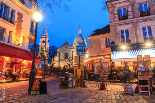 Fototapeta Beautiful evening view of the Place du Tertre and the Sacre-Coeur in Paris, France