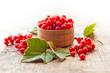 Leinwanddruck Bild - Red currant berries in a wooden bowl closeup
