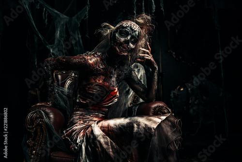 Leinwanddruck Bild throne in darkness