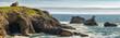 un panorama sur un paysage marin avec une maison en ruine sur les bords d'une falaise verte