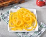 Organic yellow bell pepper - 221894297