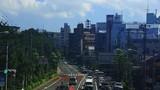 都市風景と右折する路面電車 - 221918804