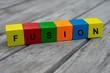Farbige Holzwürfel mit Buchstaben auf dem das Wort Fusion abgebildet ist, Abstrakte Illustration - 221930236