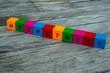 Farbige Holzwürfel mit Buchstaben auf dem das Wort Höchstwert abgebildet ist, Abstrakte Illustration - 221930294