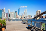 Blick vom Brooklyn Bridge Park Pier auf die Brooklyn Bridge und Manhattan - 222126626
