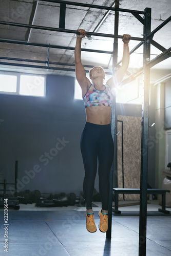 Wall mural Sportswoman Training In Crossfit Workout Gym