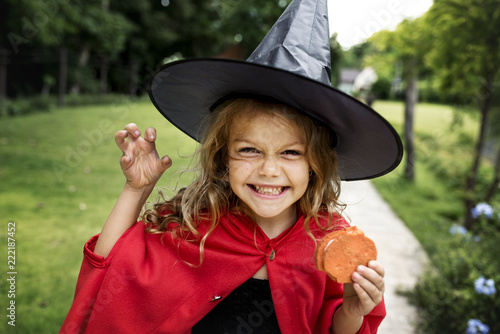 Leinwanddruck Bild Little girl dressed up as a witch