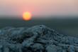 Couché de soleil et pierre