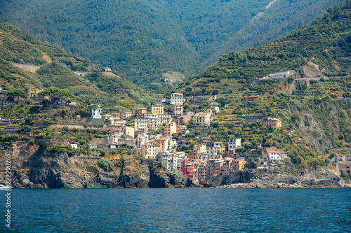 Foto Murales Manarola, Ligurie, Italie - vue du village depuis la mer