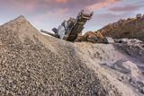 Processing plant and stone machinery for its transformation into gravel