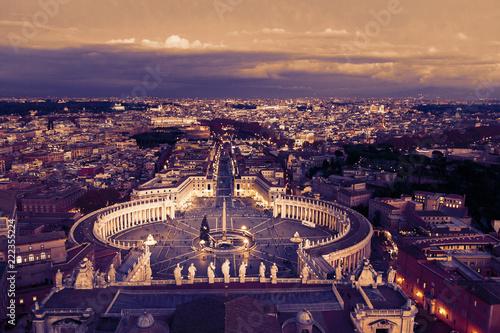 Widok z lotu ptaka na Rzym, Włochy. Wieczór. Selektywna ostrość. Zachód słońca, wieczór. Toned.