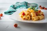 Mezze maniche con crema di ricotta e pomodorini