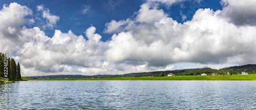 Jezioro w Jurze Szwajcarskiej