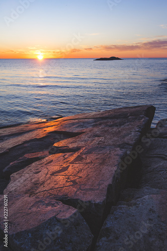 Petroglify na nosie Cape Besov. Jezioro Onega. Karelia