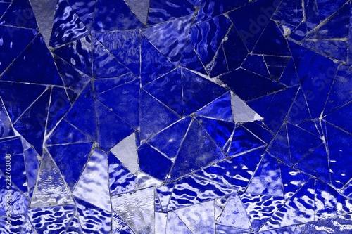 niebieski-pusty-wzor-mozaiki-szklanej-trojkat-lustro-ktore-moga-byc-uzywane-jako-wzor-tla