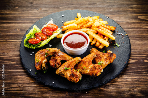 Grilled chicken wings, chips and vegetables - 222763666