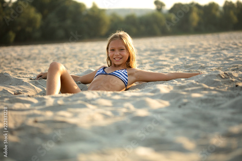 Foto Murales Adorable little girl at beach during summer vacation