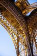 Particolare della Torre Eiffel al tramonto