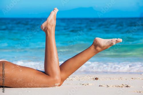 Foto Murales Tanned woman in bikini