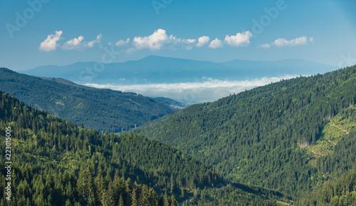 Foto Murales mountain view in the inner Eastern Carpathians, Romania