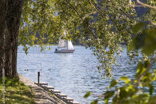 Segelboot auf dem Achensee in Österreich