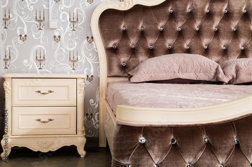 Zbliżenie duże luksusowe łóżko