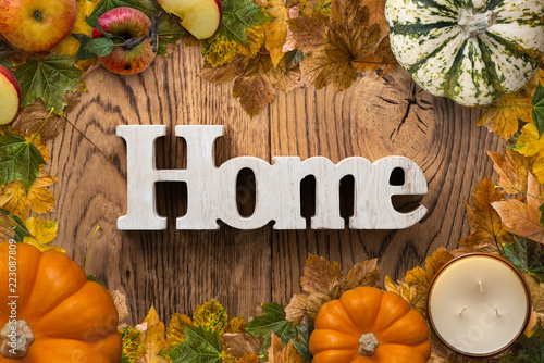 "Leinwanddruck Bild word ""home"" on wooden background with autumn decoration"
