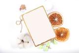 карточка для записи рецепта лежит на ярком фоне  - 223393008