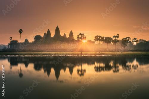 Leinwanddruck Bild Sunrise view of ancient temple complex Angkor Wat Siem Reap, Cambodia
