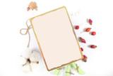 карточка для записи рецепта лежит на ярком фоне  - 223437655
