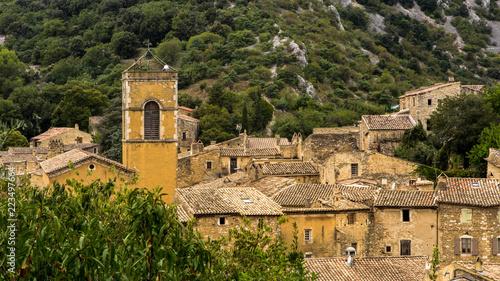 Le clocher de l'église médiéval e de Saint Montan - 223497664