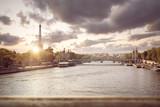 Paris – Seine mit Eiffelturm bei Sonnenuntergang