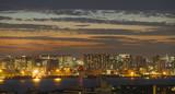 東京・マジックアワー・高層ビル群・品川埠頭