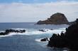 Rocher au bord de l'océan