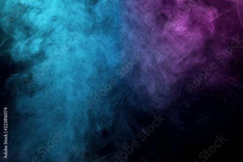 kolorowy-dym-na-czarnym-tle