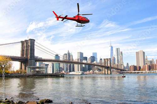 Foto Murales Helicopter flying over New York City skyscrapers and Brooklyn Bridge, USA