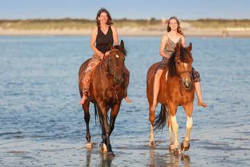 2 Reiterinnen im Meer © Nadine Haase