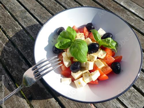 Tomaten Schafskäse Salat - 224077229