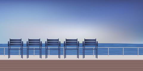 Promenade de bord de mer avec des sièges pour se détendre en regardant la mer et l'horizon. © pict rider