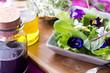 kleiner salat mit blumen
