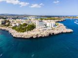 Luftaufnahme, Punta des Jonc und Bucht Cala Marcal mit Villen und Yachten, Portocolom, Region Felanix, Mallorca, Balearen, Spanien - 224168081