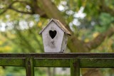 ozdobna budka dla ptaków