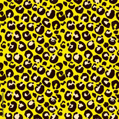 Fototapeta Vector illustration leopard print seamless pattern. Yellow hand drawn background.