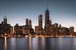 Skyline von Chicago bei Nacht (Sicht von Milton Lee Olive Park)